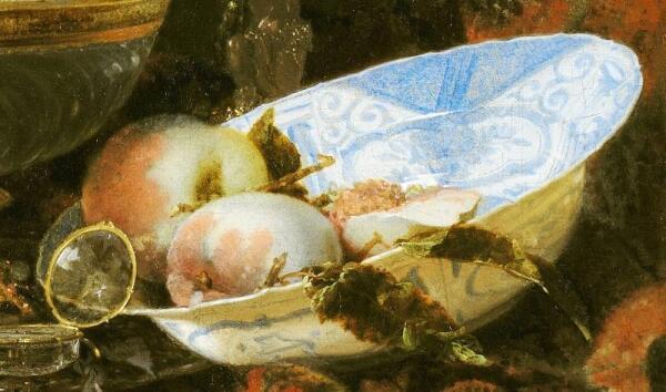 Виллем Кальф, Роскошный натюрморт с сахарницей Гольбейна, кубком из наутилуса и тарелкой с фруктами, фрагмент «Фарфоровая тарелка с персиками»