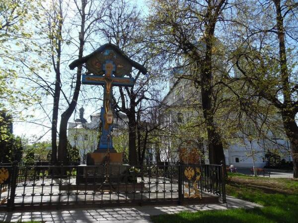 Восстановленный памятник над перезахороненными останками князя Сергея Александровича в Новоспасском монастыре