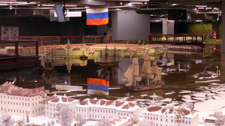 Парусные корабли на Неве