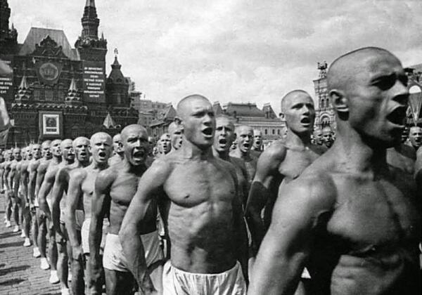 Советские физкультурники. Парад на Красной площади 1936 год