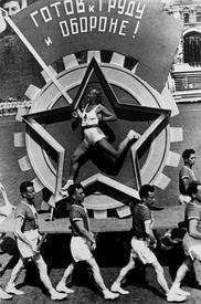 Живой значок ГТО. Парад на Красной площади 1936 год