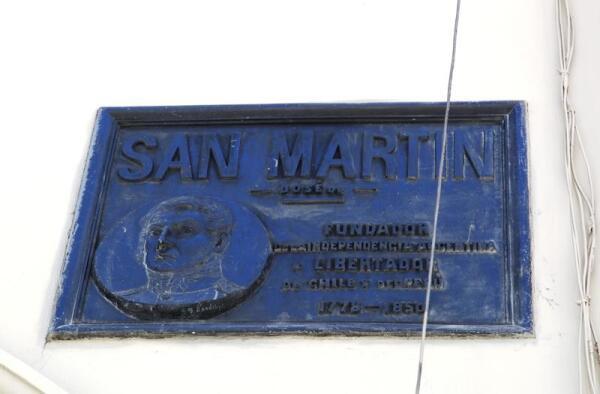 Мемориальная табличка на стене собора