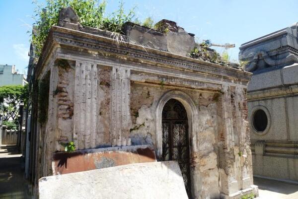 Одна из заброшенных гробниц