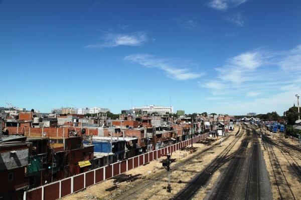 Так выглядит одна из крупнейших трущоб Буэнос-Айреса - вижья 31