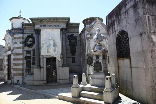 Гробница Рамона Сантамарини, одного из крупнейших скотопромышленников Аргентины