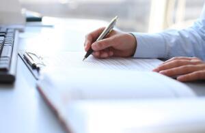 Как внести в трудовую книжку запись о приеме на работу?