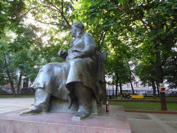 Памятник Крылову на Патриарших
