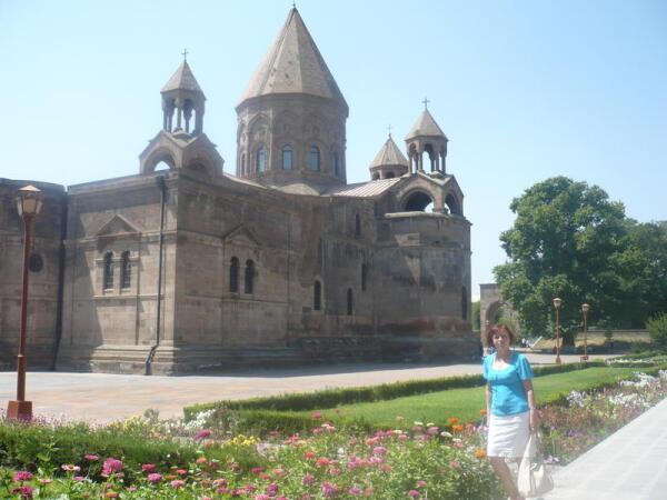 Кафедральный Собор Эчмиадзин Армянской Апостольской церкви