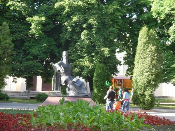 Памятник Симеону Полоцкому