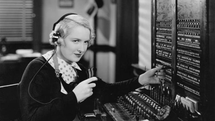 Телефонные барышни были образованы и могли говорить на иностранных языках