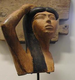 Египетская богиня Исида оплакивает Осириса.