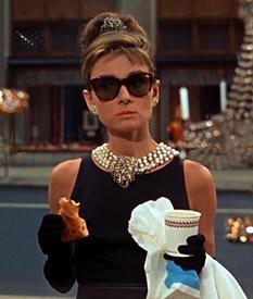 Одри Хепберн в очках-вэйфарерах.