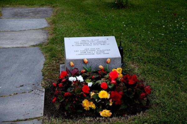 В свободное время Рами устанавливает фамилии и адреса погибших советских солдат