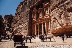 Какие загадки таит древний город Петра?