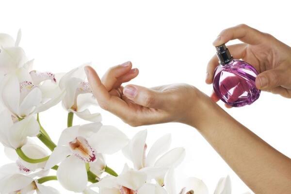 Где наносить духи, чтобы запах держался дольше?