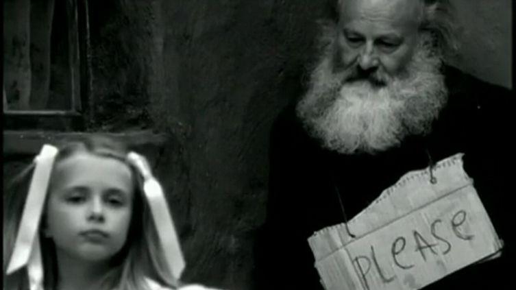Кадр из клипа «Please».