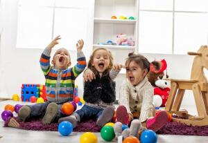 Как регулировать поведение маленького ребенка с помощью игровых ситуаций?