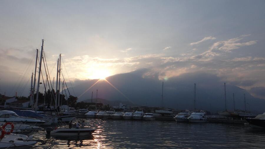 Закат на яхтенной стоянке