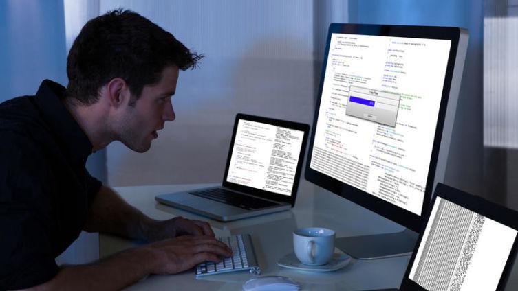 В программисты я б пошел, пусть меня научат. Как живется работникам «компа и клавы»? Часть 1