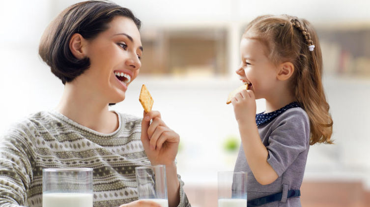 Объясните ребенку, что не все в этой жизни решают деньги, деньги— средство для хорошей жизни, но никак не цель