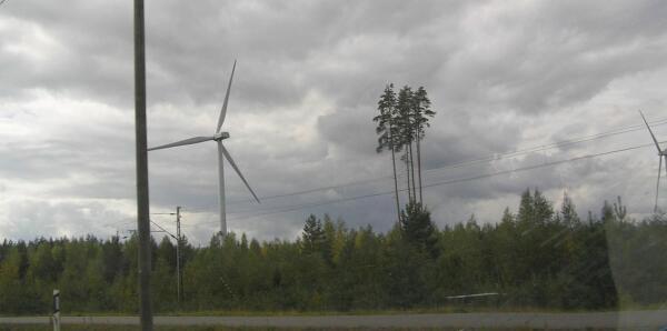Ветрогенераторы встречаются на трассе довольно часто