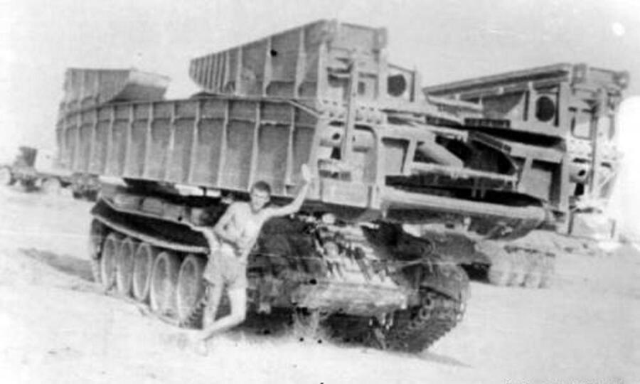 Чека у танкового мостоукладчика