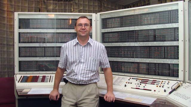 ЭВМ БЭСМ-6, установленная в Сосновом Бору. На переднем плане - автор фото, Сергей Вакуленко