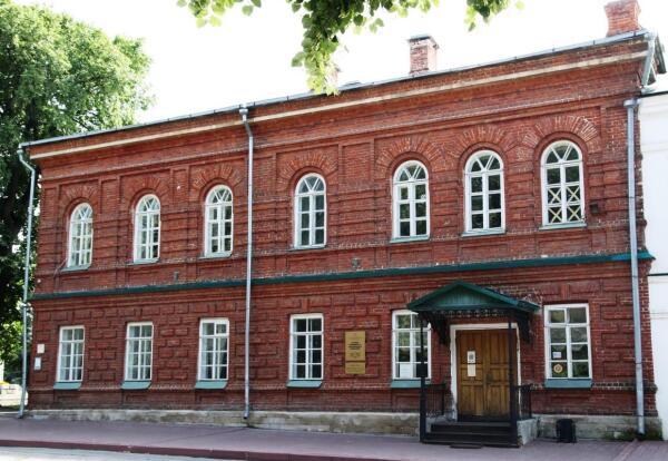 Города России: что посмотреть в Ульяновске? Гимназия имени Ленина и памятник Карамзину