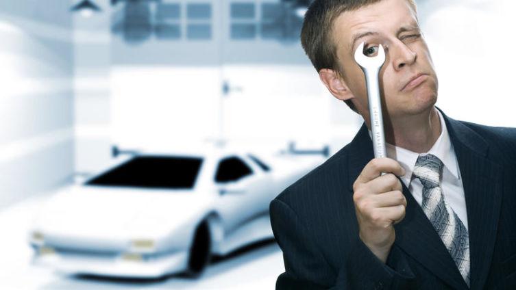 Стоит ли самостоятельно устранять вмятины на кузове авто?