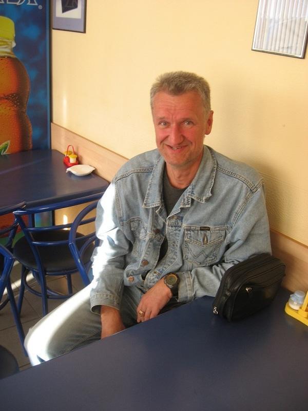 Тот, к кому обращены слова этой небольшой миниатюры. Июль 2011 г. Трасса М18, кафе на заправке перед пос. Шуя, Карелия