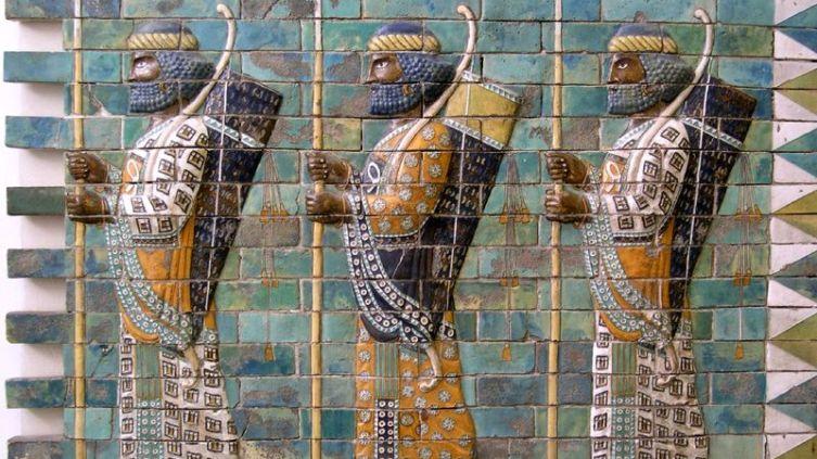 Персидские воины из гвардии «бессмертных». Фрагмент облицовки изразцами из царского дворца