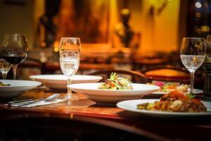 Какие салаты можно поставить на предновогодний стол?