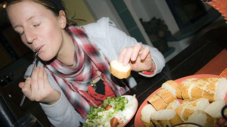 Почему после еды клонит в сон?