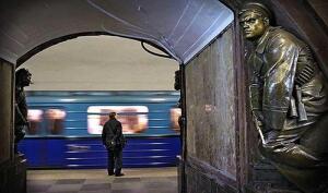 Как в московском метро появились бронзовый Краснофлотец и его собрат – революционный Матрос?