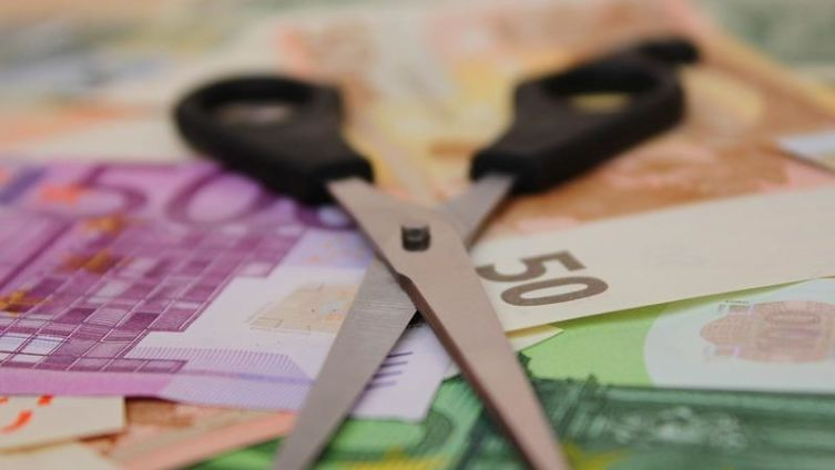 Можно ли уменьшить зарплату в кризис?