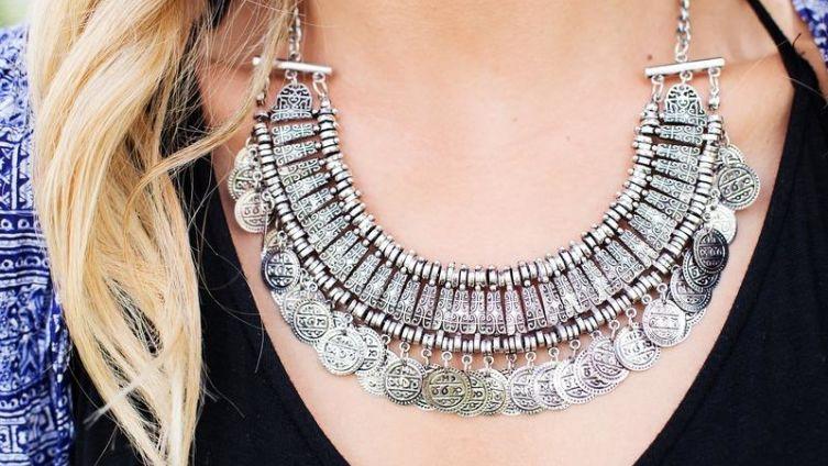 Как выбрать в подарок серебряное ожерелье?