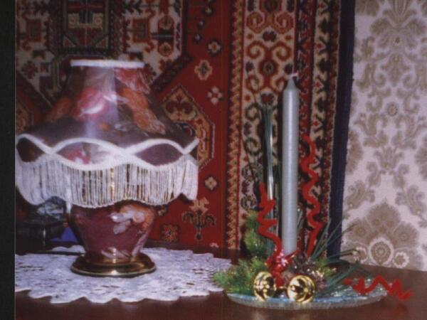 Новогодняя композиция со свечой на подносе