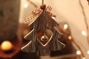 Как сделать новогоднюю ёлку на скорую руку вместе с ребёнком?