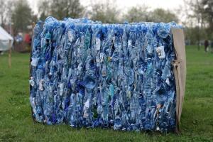 Как собирают пластиковые бутылки в Китае?
