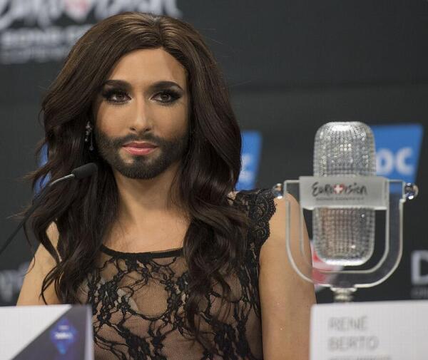 Ненастоящая бородатая женщина - Кончитта Вурст.