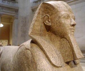 История усов и бороды - 2. Зачем египетская царица бороду носила, а македонский царь брил?
