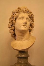 Бюст Александра Македонского в образе бога Гелиоса.