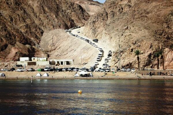 На границе с Египтом много машин
