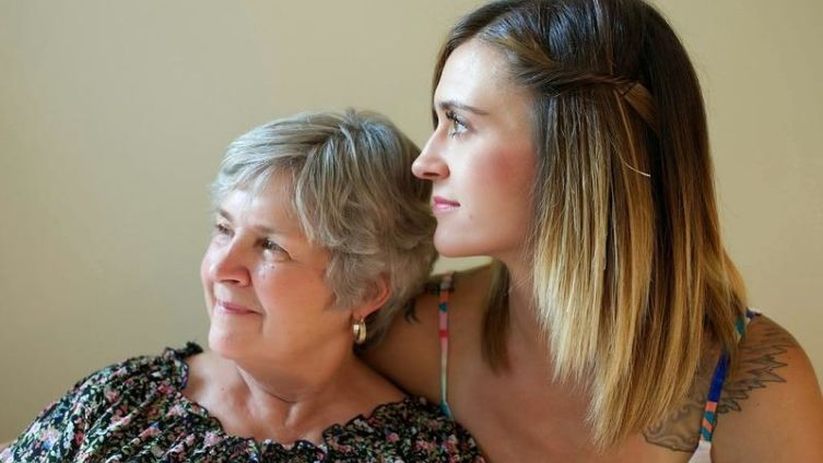 Взрослые дети и их матери: кто кого?