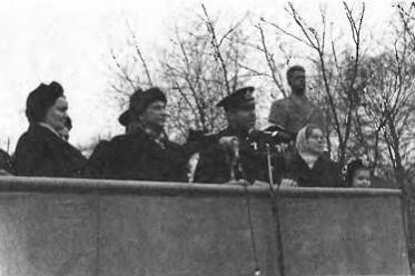 В.И.Попков на открытии своего бюста. Февраль 1953 г.