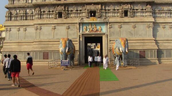 Вход в храмовый комплекс в г. Мурудешвар