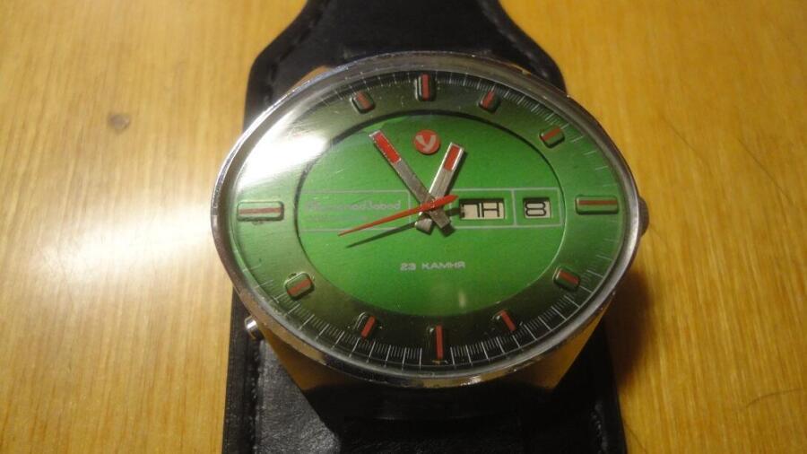 Благодаря характерной визуальной особенности часов, специалисты и коллекционеры называют их между собой «Стадион»