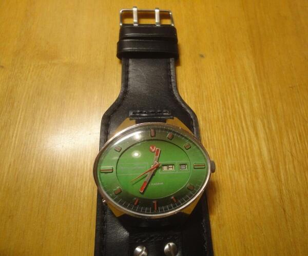 Серебристая буква «у» в небольшом красном круге - гарантия того, что сделаны эти часы в Угличе