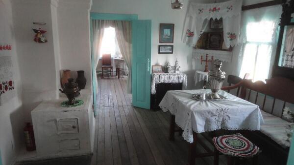 Интерьер дома, в котором родился и умер В. Ерошенко