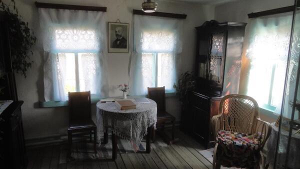Интерьер Дома-музея. Между окон - портрет Л. Заменгофа
